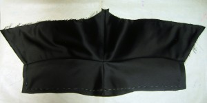 Cape bias-cut Under-collar Outer-side