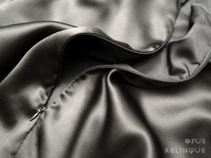 Invisble zipper with a silk blouse's front.