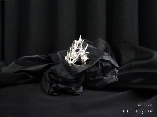 Dragon shaped gothic silver ring by Ornamentum ex medio
